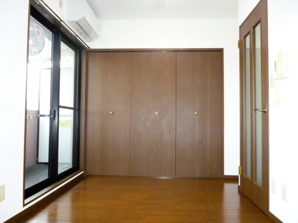 ガーラ蒲田の室内です。  エアコンが付いています。 東芝のエオリアです。