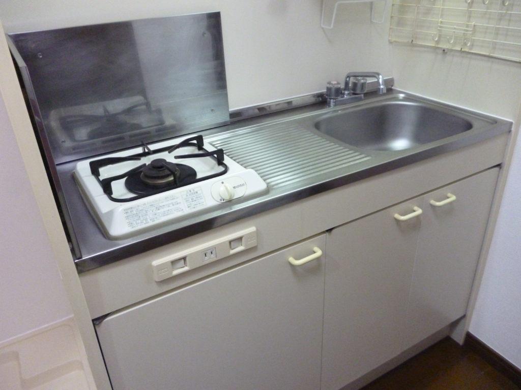 ガーラ蒲田の室内です。 システムキッチン。 1口ガスコンロが付いています。