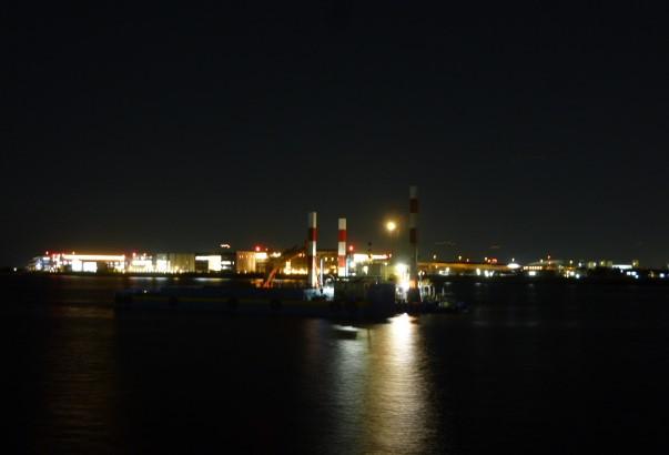 多摩川河口です。羽田空港が見えます。