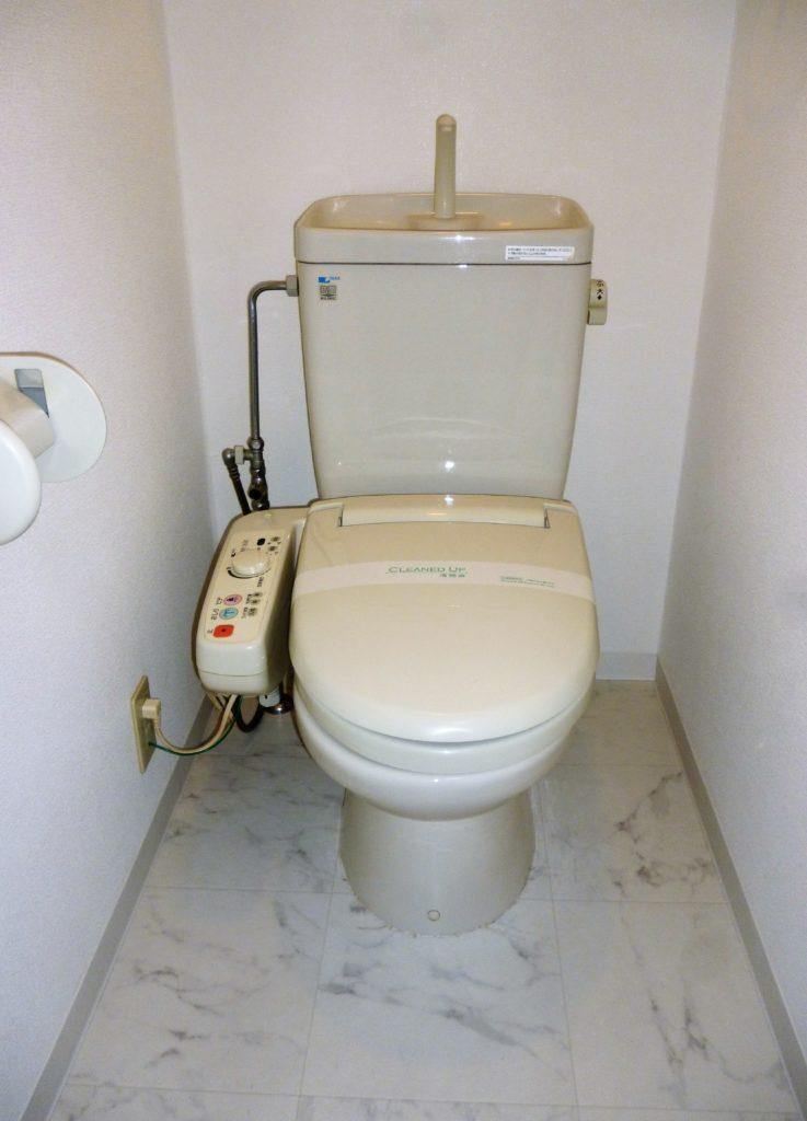 ガーラ蒲田のトイレ。 温水洗浄便座です。