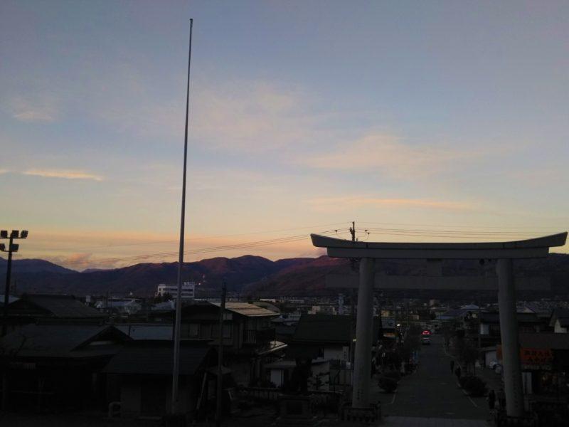 信州の諏訪大社の夕焼けです。