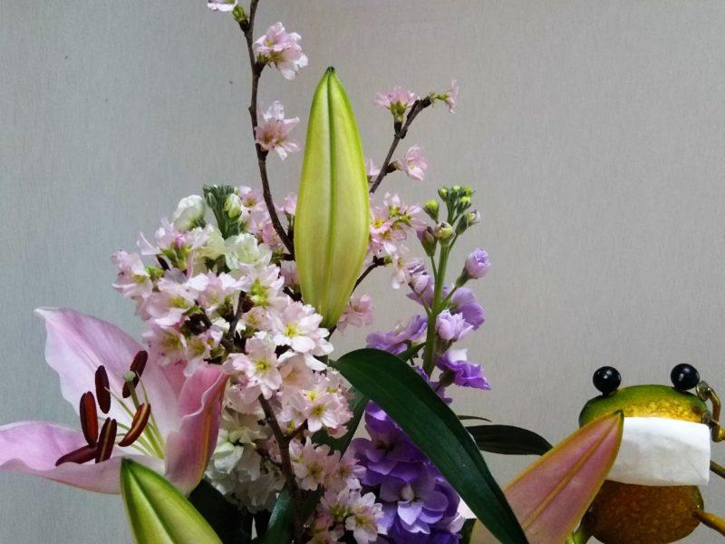 きれいなお花とカエルくんです、