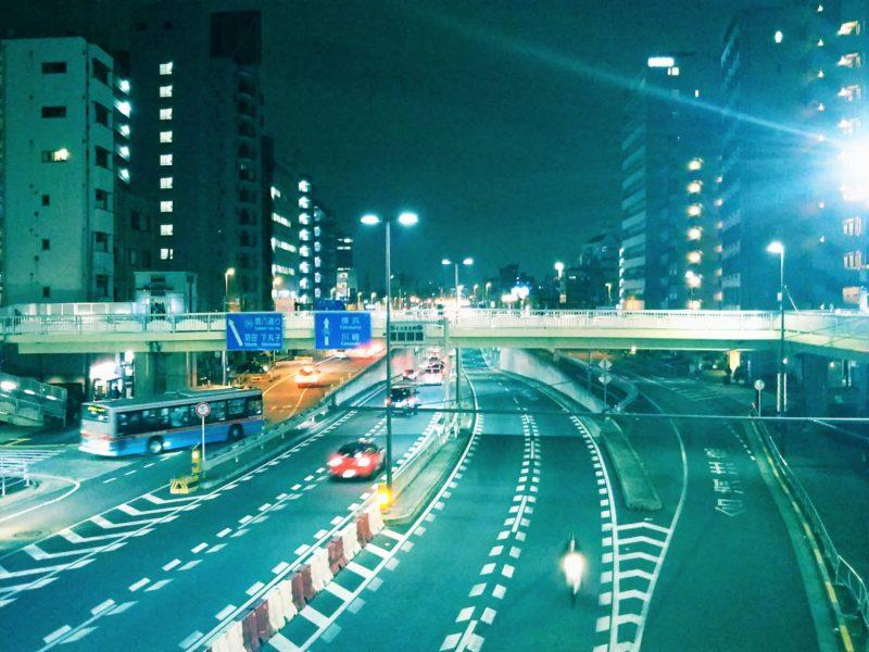 ネオ東京のような京急蒲田駅前です。