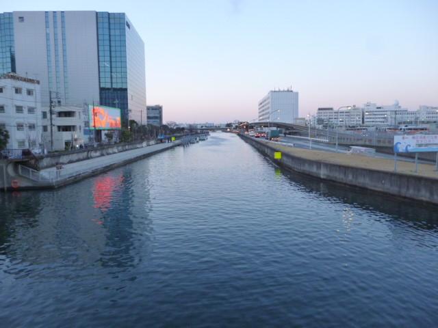 大田区羽田の海老取川です。