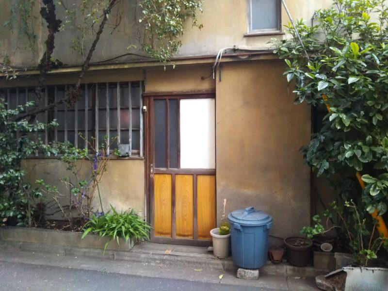 通りすがりに見つけた昔ながらのお家です。