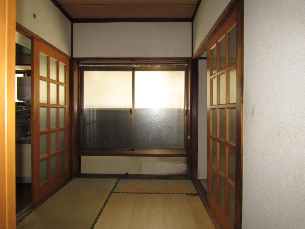 萩中1丁目DIY貸家の玄関はいってすぐの部屋です。