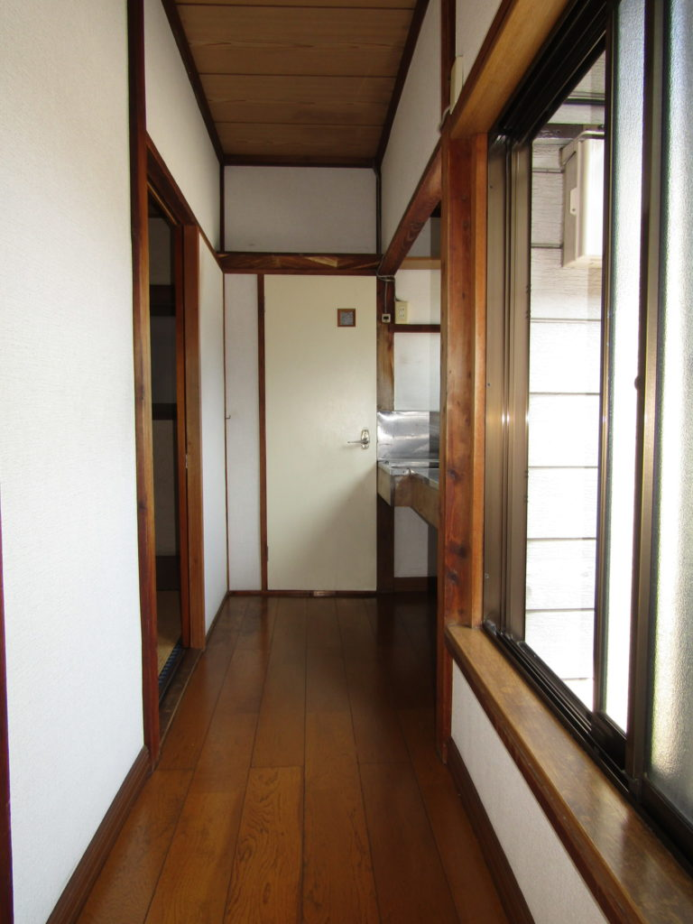 萩中1丁目DIY貸家の2階の廊下です。