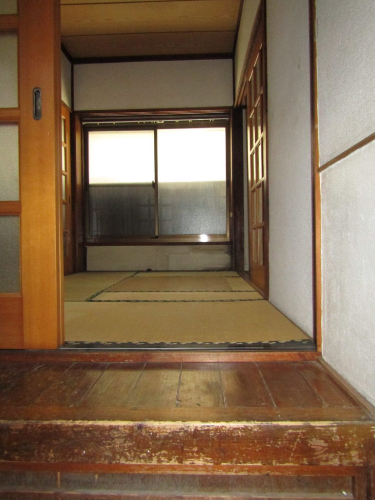 萩中1丁目DIY貸家の玄関です。