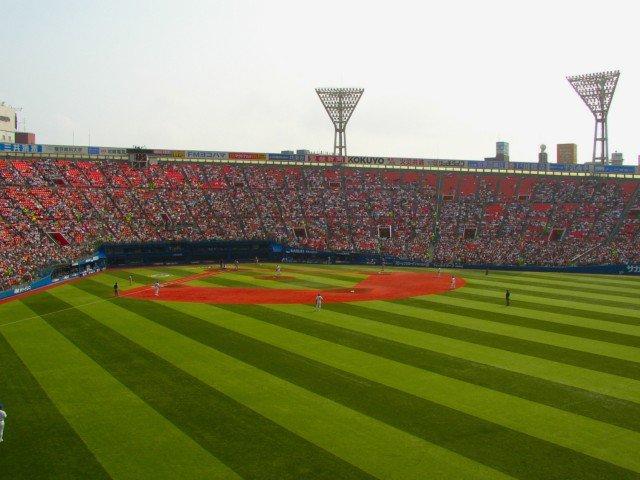 横浜スタジアムのグラウンドです。