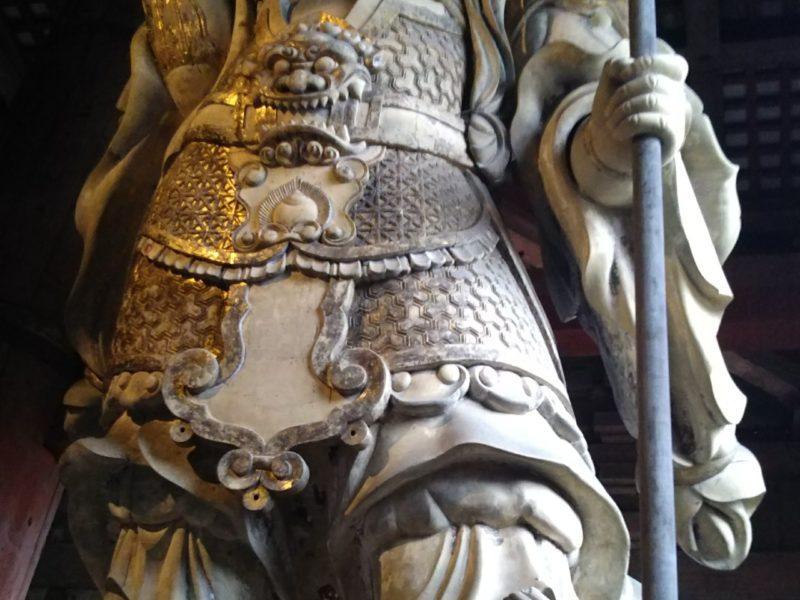 奈良東大寺の大仏殿の中の仏像です。
