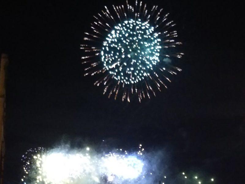 六郷土手で開催される「花火の祭典」です。