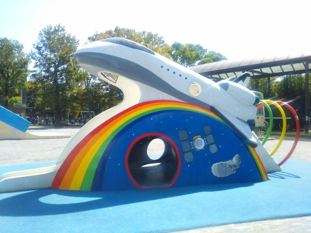 萩中公園内のガラクタ公園のスペースシャトルです。