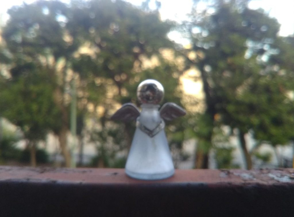 天使の日の天使の置物です。