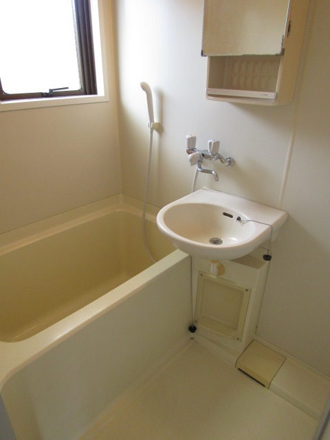 ハイツ佐藤のバスルームです。