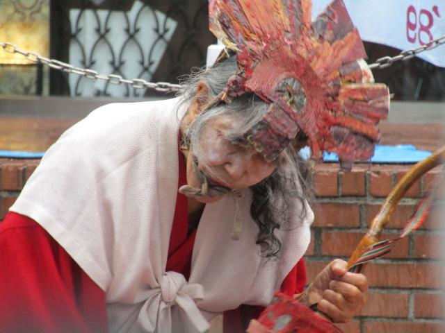 新宿公演でのギリヤーク尼ケ崎さんです。