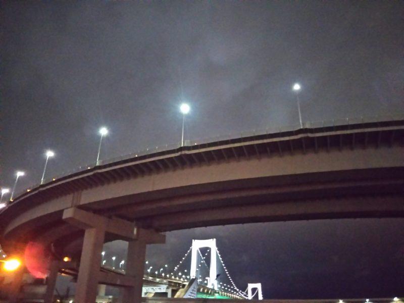 夜のレインボーブリッジです。