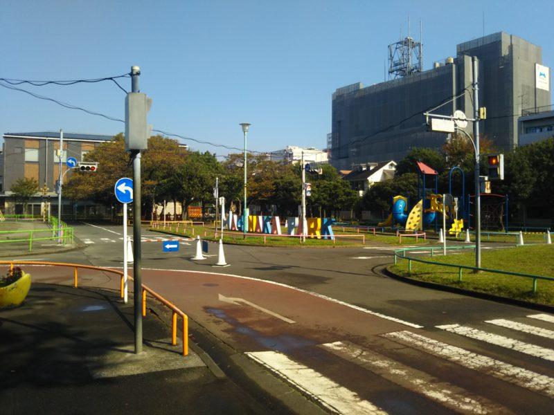 萩中公園内の交通公園の道路です。