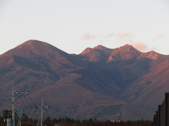 山梨県の小渕沢から見た八ヶ岳です。