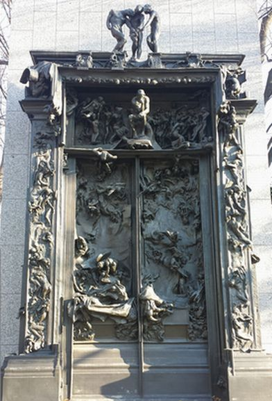 上野の国立西洋美術館にあるロダンの彫刻「地獄の門」です。