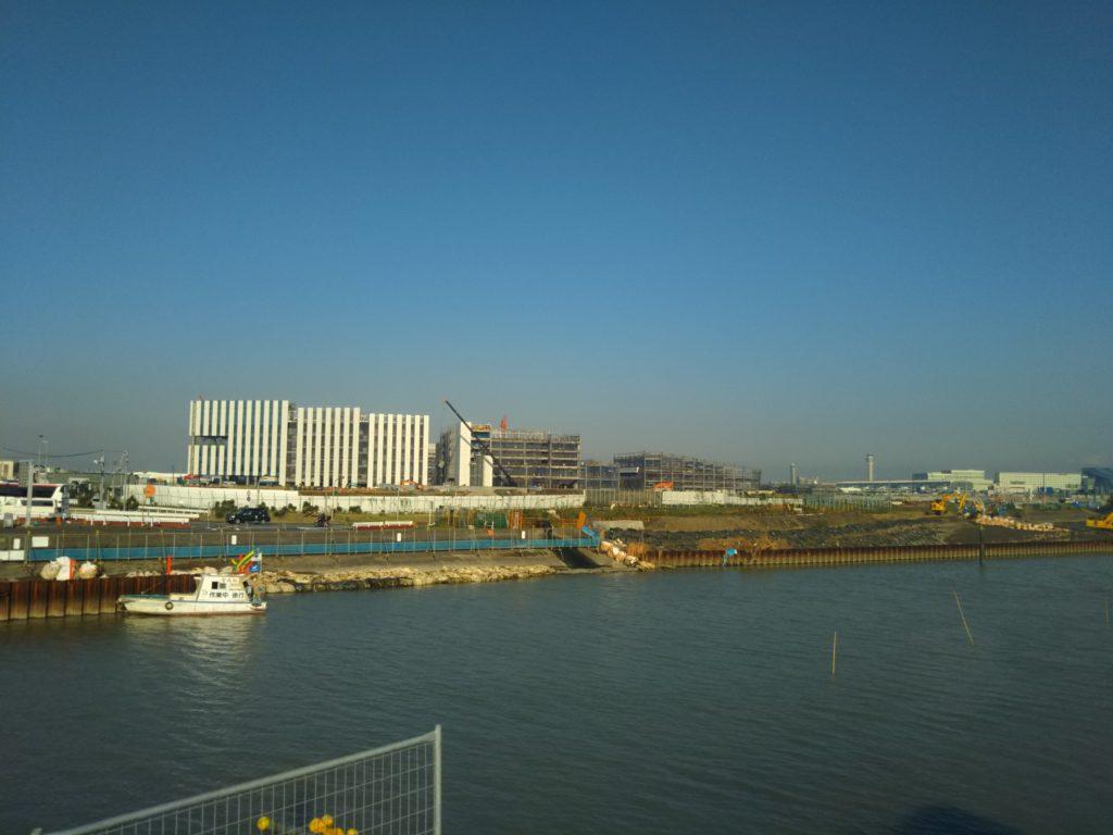 五十間鼻から羽田空港を見たところです。