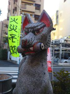 高山稲荷神社のきつねさんです。