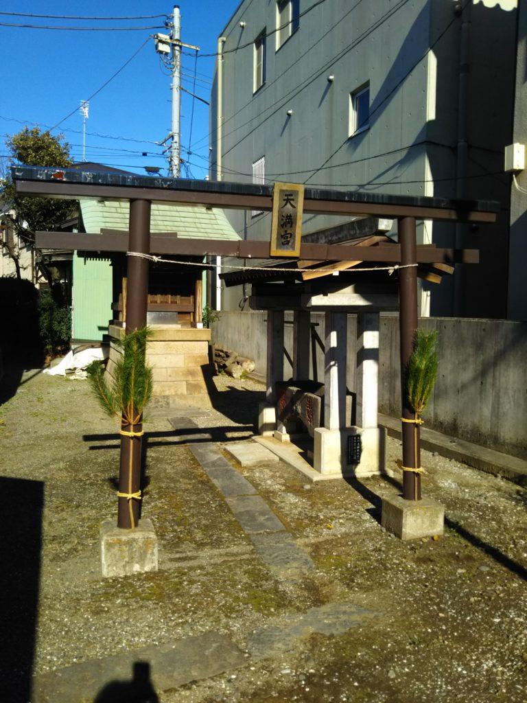 大田区西糀谷3丁目の三徳稲荷神社の境内の天満宮です。