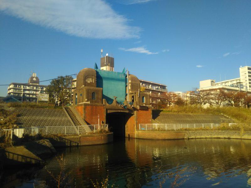 大田区南六郷にある、六郷水門です。