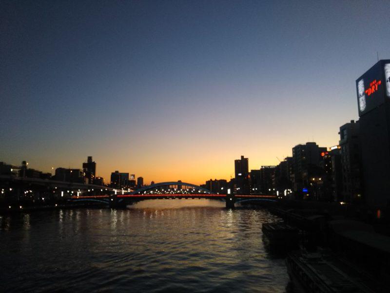 隅田川の夕暮れの風景です。