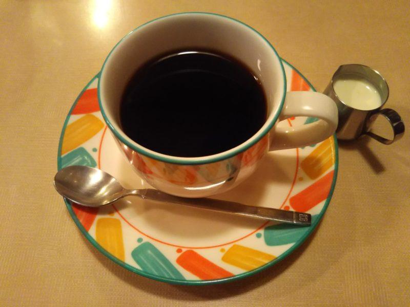 コーヒーカップのブラックコーヒーです。
