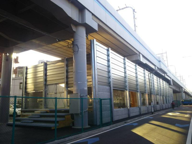 糀谷駅近くの空港線高架下のスケボー場です。