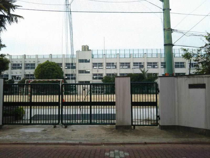 大田区立糀谷小学校の正門です。