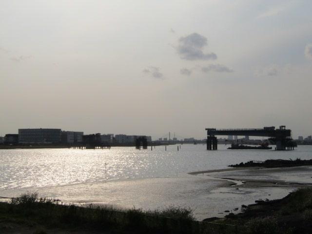 多摩川河口付近と建設中の橋です。