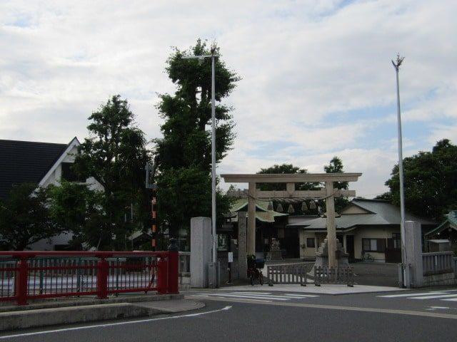 呑川の八幡橋と子安八幡神社です。