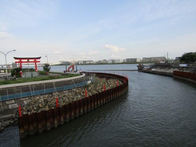 多摩川と海老取川の分流地点です。