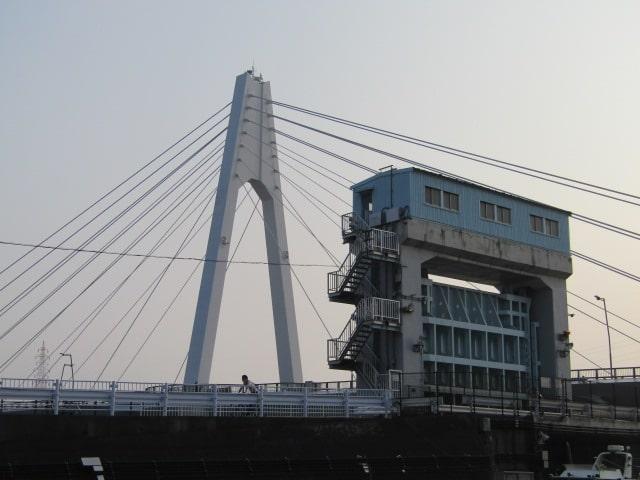 大師橋と玉川の水門です。