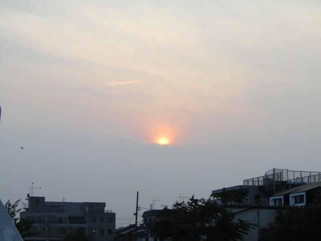 多摩川の河口付近の夕焼けです。