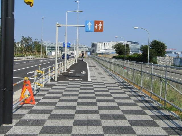 羽田空港敷地内の新しい歩道です。