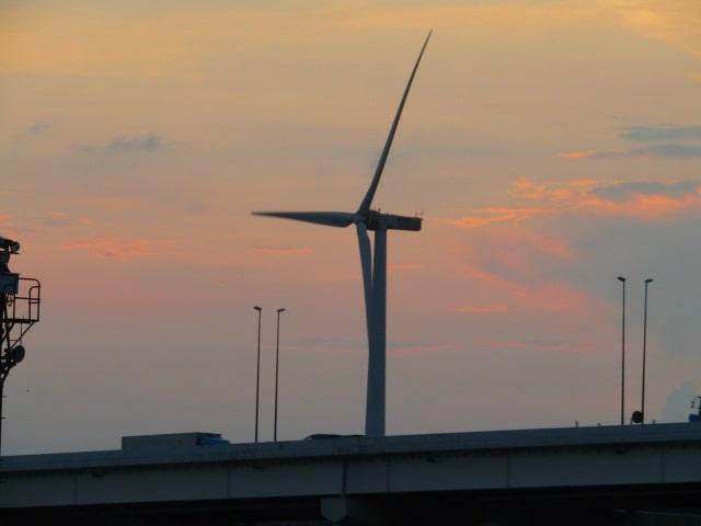 川崎の東扇島の風車です。