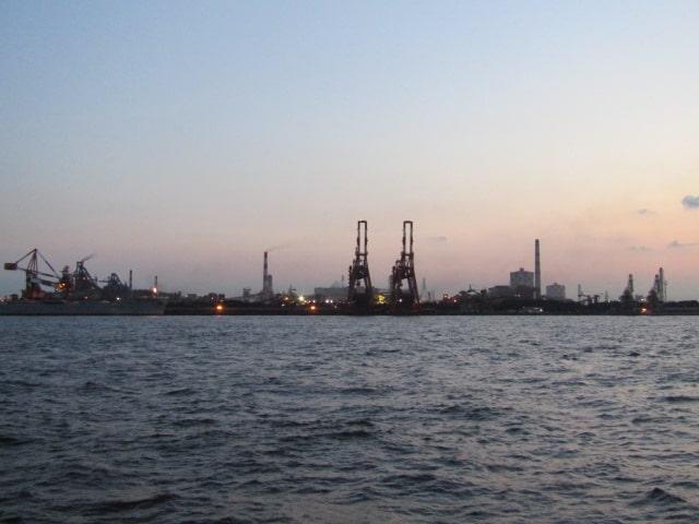 川崎の東扇島から見た風景です。
