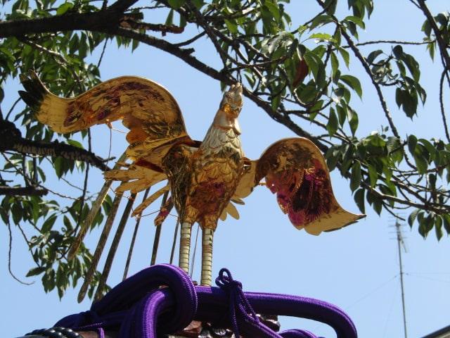 浜竹神社の曳き太鼓の上の鳳凰です。