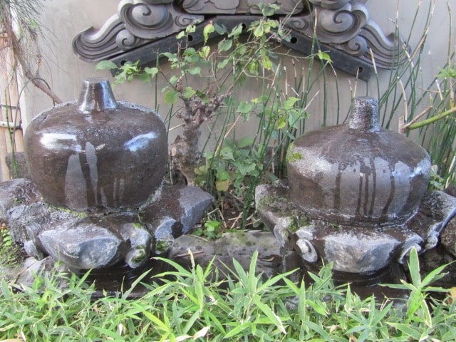 羽田神社境内の夫婦擬宝珠です。