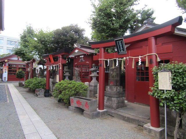 羽田神社境内のお稲荷さんです。