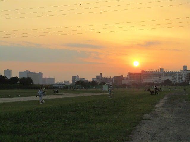 多摩川の大師橋緑地から見た夕焼けです。