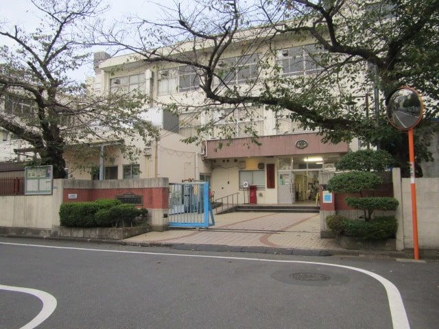 大田区西糀谷にある糀谷中学校です。