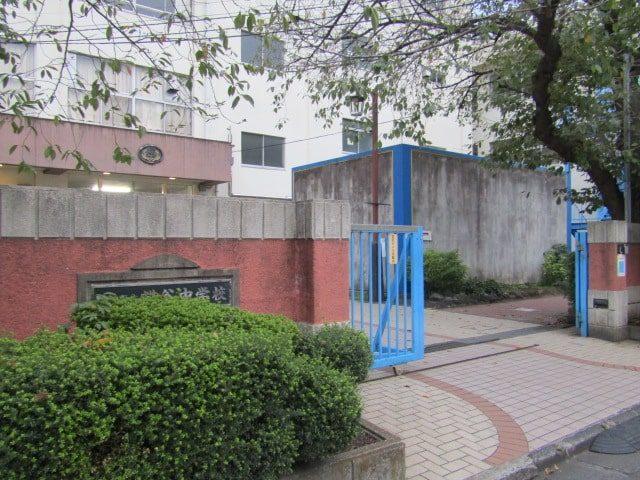 大田区立糀谷中学校の正門です。