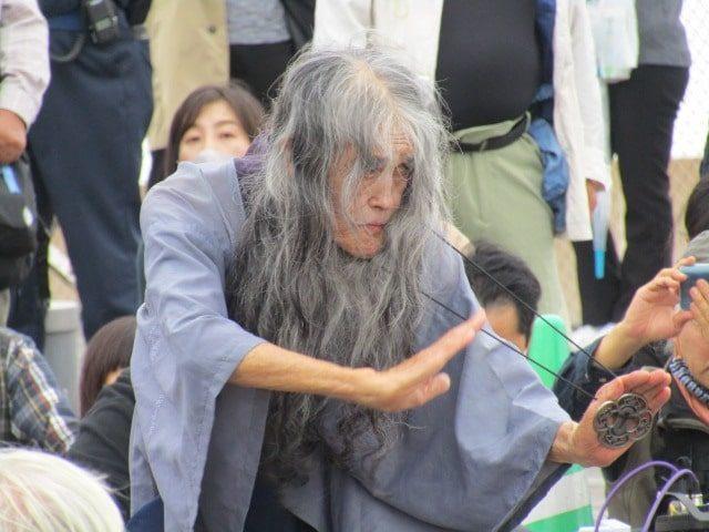 演目「果し合い」のギリヤーク尼ケ崎さんです。