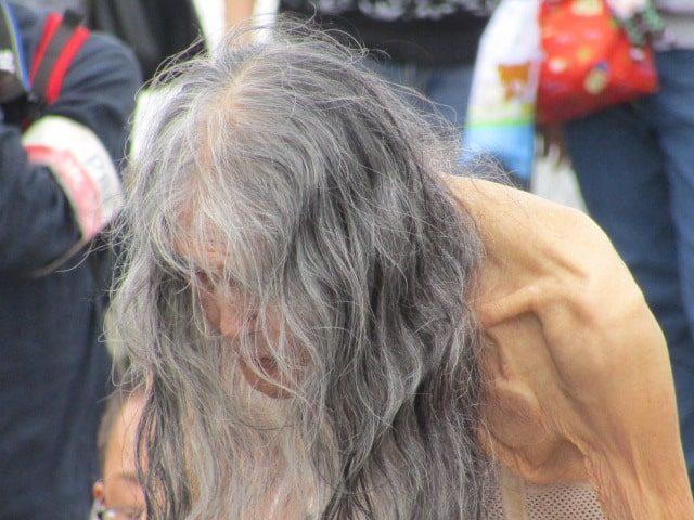 演目「老人」のギリヤーク尼ケ崎さんです。