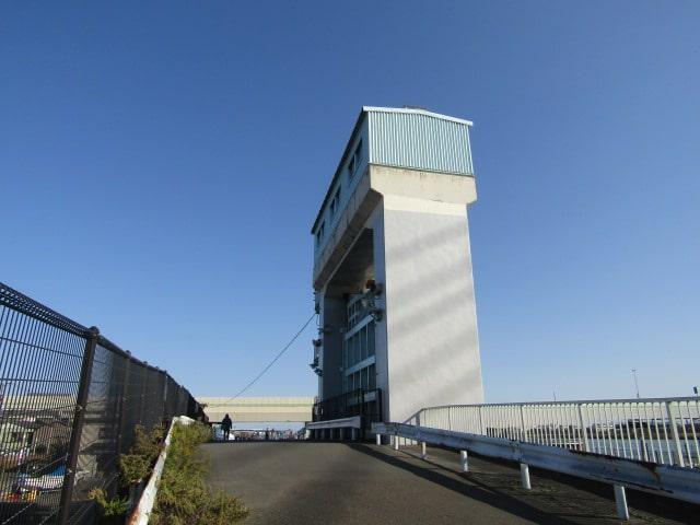 多摩川の羽田第二水門です。