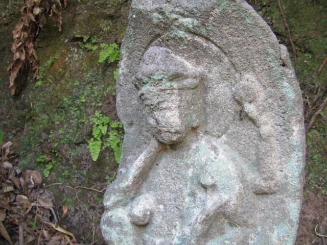 お寺の石仏です。