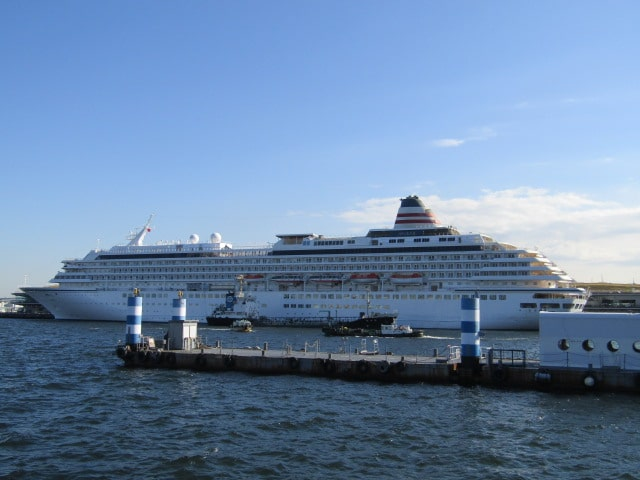横浜港に停泊している豪華客船飛鳥Ⅱです。